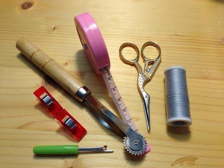 כלי תפירה - לימודי עיצוב אופנה - המדרשה לאופנה